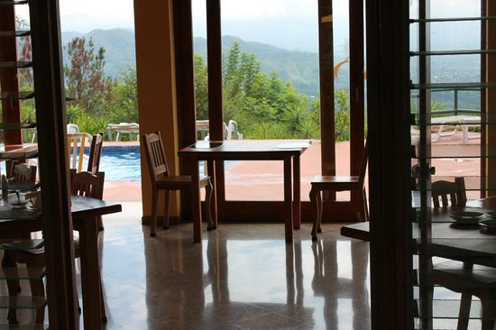 Vista Atenas Bed & Breakfast: View of the pool and valley from the dining area
