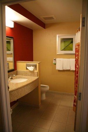 Courtyard Philadelphia Montgomeryville: Bathroom