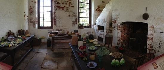 Shirley Plantation: The kitchen