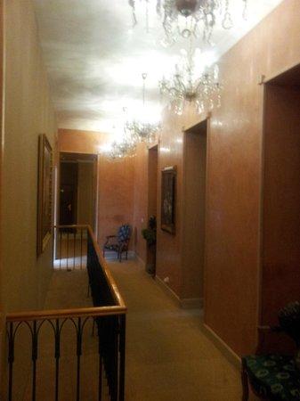 Friday Hotel Prague: Hall dos apartamentos