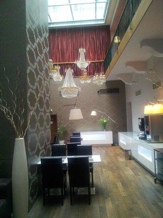 Friday Hotel Prague: Restaurante - lustres.