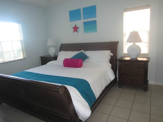 Inn at Grace Bay: Separate room with king bed