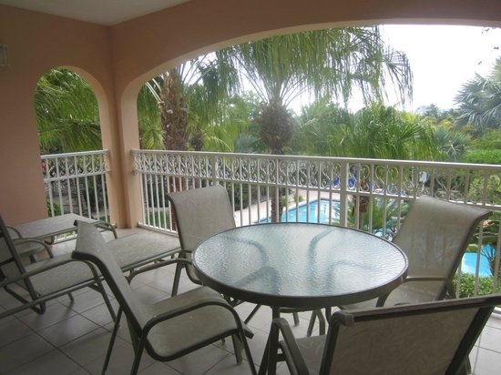 Inn at Grace Bay: Balcony overlooking the pool