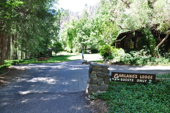 Orchard Canyon on Oak Creek: Lodge Entrance