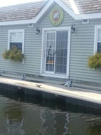 Green Turtle Floating Bed and Breakfast: Best place ever!!