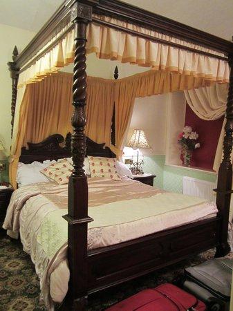 Montclare & Cumberland: Bedroom on 2nd. floor