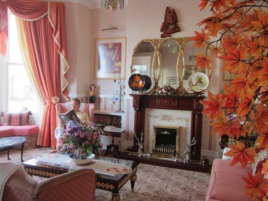 Montclare & Cumberland: Lobby