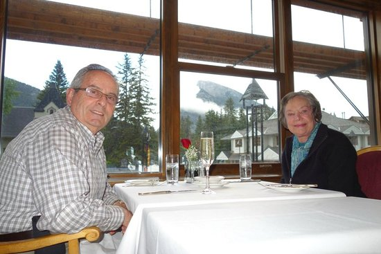 Le Beaujolais: Great Food with  a  View