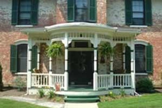 The Gasche House Bed and Breakfast: Front porch with wicker furniture