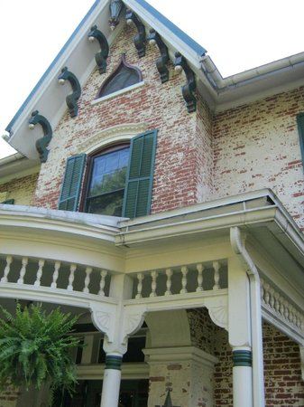 The Gasche House Bed and Breakfast: Lovely architecture - 1849 home