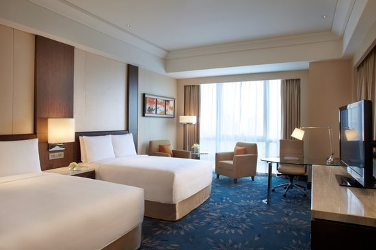 Our Deluxe Rooms With Average 38 40 Square Meters Offer Both King Or Two Double Beds With Deligh Picture Of Shanghai Marriott Hotel Pudong East Shanghai Tripadvisor