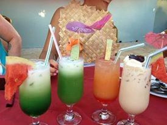The Edgewater Resort & Spa: Selection of cocktails from the Bar