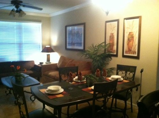 Bella Piazza Condominiums: Dining Room