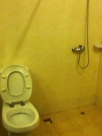 City Poi Pet Hotel: Large Bathroom