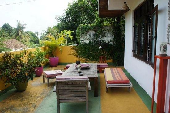 Kikili House : The front baclony