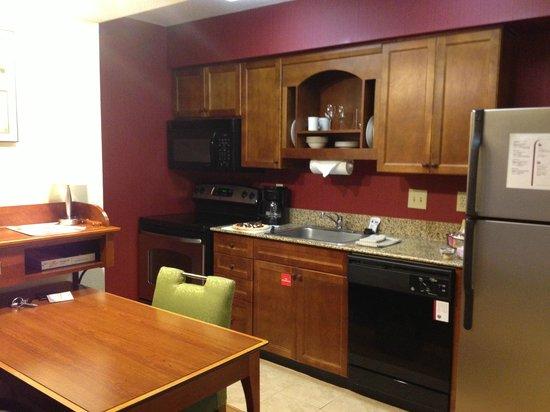 Residence Inn Raleigh Midtown: Kitchen in studio unit