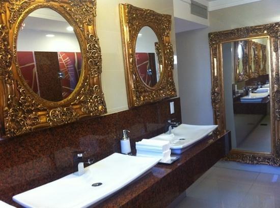 BEST WESTERN PREMIER Majestic: banheiro da piscina