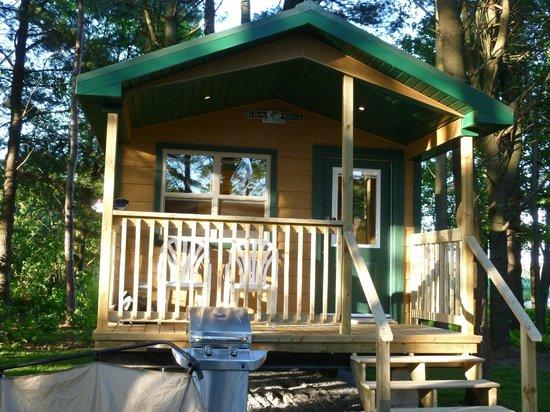 Cardinal/Ottawa South KOA: Delux Cabin