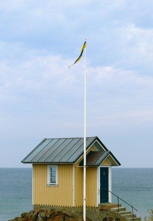 Hamnkrogen: Charming hut at the coast