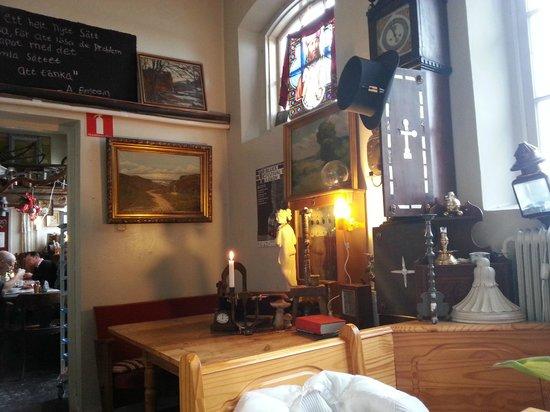 Rostanga Molla Bageri & Cafe: Interno locale. Curioso ed eccentrico