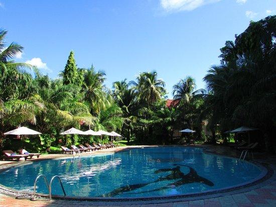 The Beach Resort: Pool