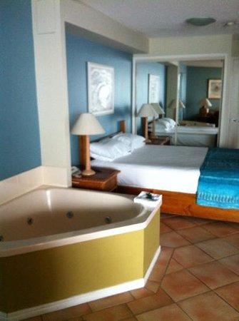 La Promenade: spa between lounge and bedroom