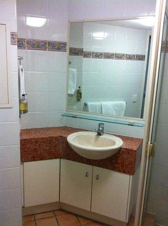 La Promenade: bathroom, shower to right