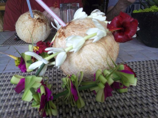 Tikehau Ninamu Resort: Lei and Coconut Greeting