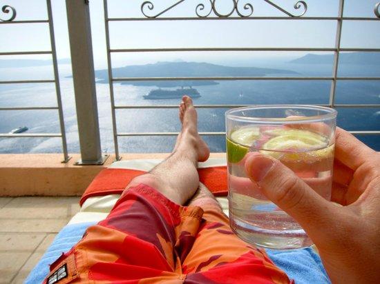 Nefeles Suites Hotel: Rooftop pool deck