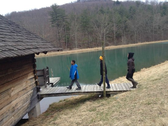 Lothair Retreat : Guests exploring the lake and sauna house