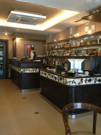 Hotel Victoria: The Bar