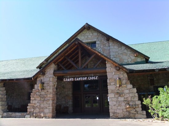 Grand Canyon Lodge - North Rim: Lobby entrance