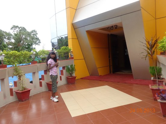 Hotel Shreesh: hotel   entrance