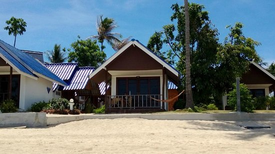 Coco Garden Resort: Front Beach Bungalow (where I was sleeping!)
