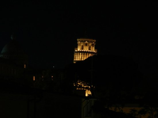 Hotel Roma: Night view of the tower from our room