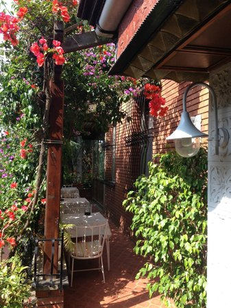 Hotel Astoria: litle tarras in the shade of the flowers