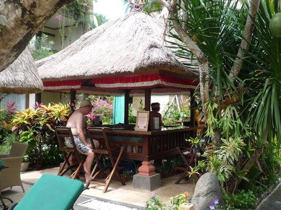The Grand Bali Nusa Dua: プールサイドバー