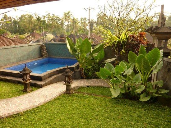 Pariliana, Maison et Table d'Hotes a Bali: Vue de la piscine et du jardin