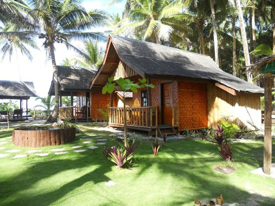 Bamboo Garden Bar and Lodging: Tropical setting