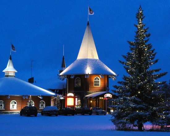 Christmas House Restaurant & Coffee Bar: Tower entrance of the Christmas house in Rovaniemi