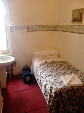 Regency Court Hotel: Room