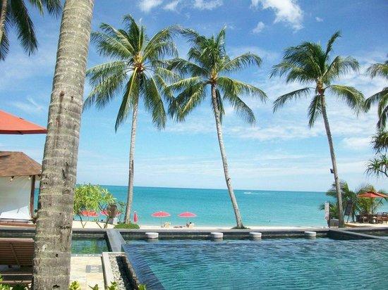 Weekender Resort & Hotel: Piscina e mare