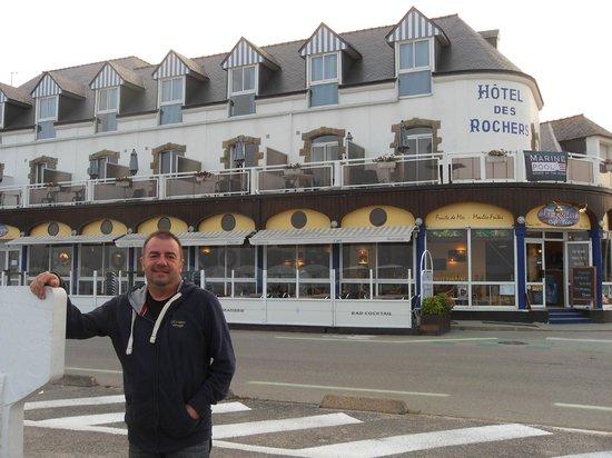 Hotel Les Rochers : devant l'Hôtel