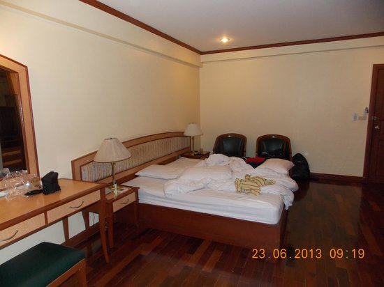 Patumwan House: King Size Bed