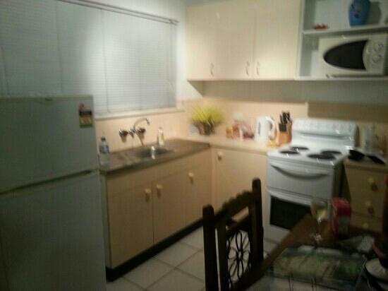 Castaways Trinity Beach: kitchen