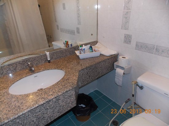 Patumwan House: bathroom