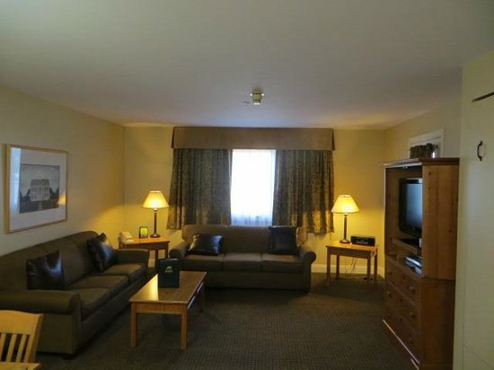 Grand Summit Resort Hotel at Mount Snow: living area with Murphy bed