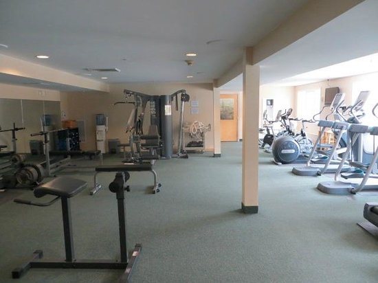 Grand Summit Resort Hotel at Mount Snow: exercise room off outdoor pool area