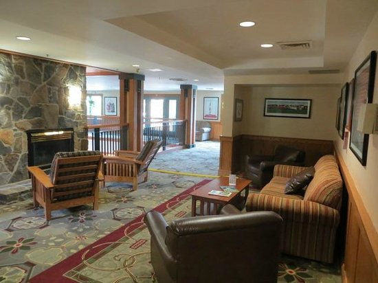 Grand Summit Resort Hotel: lounge area, one of many about the resort