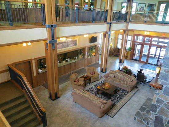 Grand Summit Resort Hotel: view of front desk and lobby